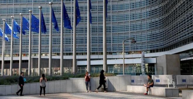 Banderas europeas en el exterior del Edificio Berlaymont, de Bruselas, la sede de la Comisión Europea. REUTERS/Francois Lenoir