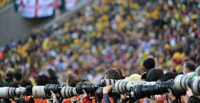 Cámaras grabado un partido de fútbol