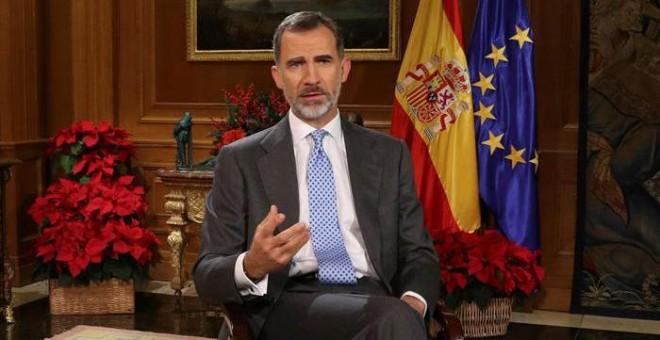 El Rey Felipe VI, durante su tradicional mensaje de Navidad desde el Palacio de La Zarzuela. Ballesteros (EFE)