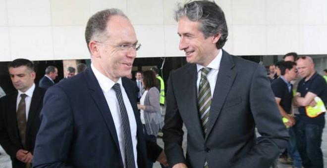 Juan Bravo, presidente de Adif, con el ministro de Fomento Iñigo de la Serna. EFE