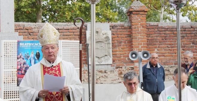 El obispo auxiliar de la archidiócesis de Madrid, Juan Antonio Martínez Camino, oficia la misa en honor a los mártires.-  ACCIÓN JUVENIL ESPAÑOLA