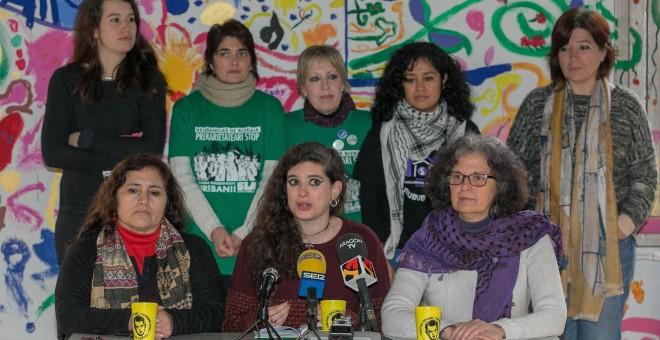 Las portavoces de la coordinadora de asociaciones de mujeres que han participado en Zaragoza en un encuentro estatal para preparar la huelga del 8 de marzo, que tiene carácter internacional.EFE/Javier Cebollada