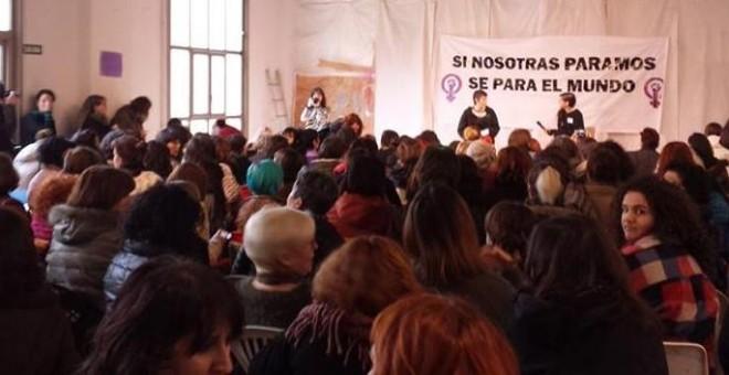 Mujeres que han participado en Zaragoza en un encuentro estatal para preparar la huelga del 8 de marzo, orquestada como una forma de hacer visibles todas las injusticias y discriminación a la que se ven sometidas.E.B.