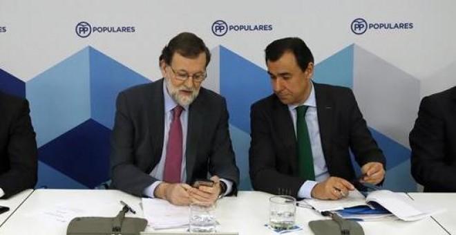 Mariano Rajoy junto a Fernando Martínez-Maíllo, Javier Arenas, y Javier Maroto. /EFE