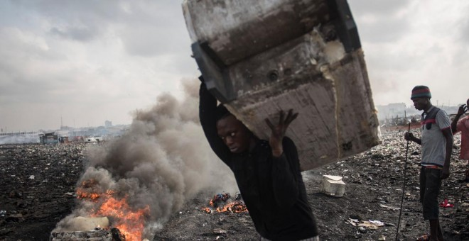 Vertedero de Agbogbloshie, en Accra (Ghana), en noviembre de 2017. CRISTINA ALDEHUELA / AFP