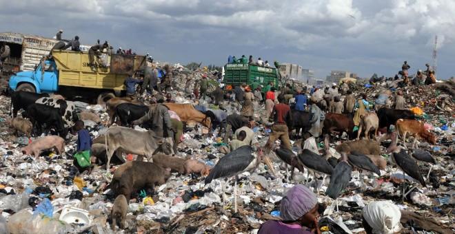 Vertedero de Dandora, en Nairobi, Kenya, en diciembre de 2009. SIMON MAINA / AFP