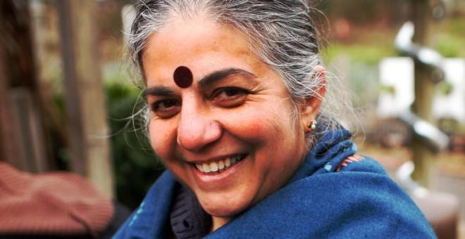 La autora de '¿Quién alimenta realmente al mundo?', Vandana Shiva. Fotografía cedida por la editorial, Capitán Swing.
