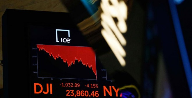 Una pantalla en Wall Street este jueves. REUTERS/Brendan Mcdermid
