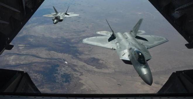 Dos aviones de combate estadounidenses sobrevuelan Siria. / EFE