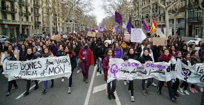 Columnas llegando a la cabecera de la manifestación de Barcelona. /JOEL KASHILA