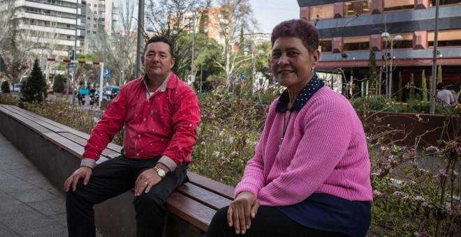 Edilberto Daza y Silvia Berrocal, defensores de Derechos Huamanos colombianos acogidos temporalmente en Barcelona.- PÚBLICO