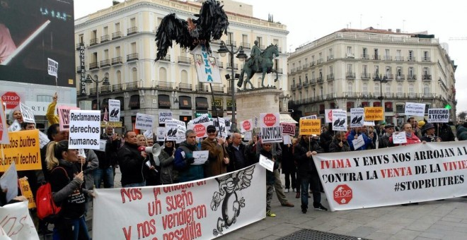 Una manifestación en Madrid contra la venta de viviendas públicas a fondos buitre.- FRAVM