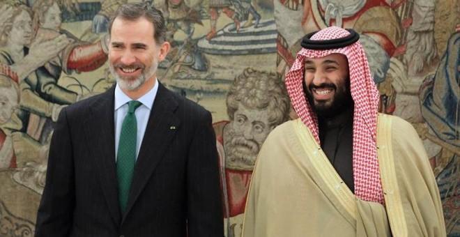 El rey Felipe recibe al príncipe heredero saudí, Mohamed bin Salmán, hoy en el Palacio de la Zarzuela. EFE