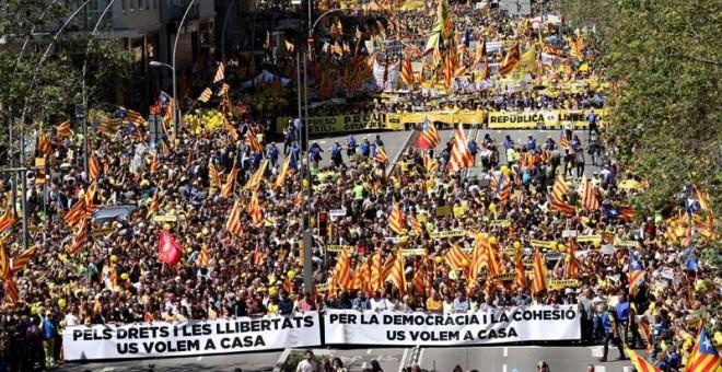Aspecto de la manifestación en Barcelona. | (ALBERT GEA | REUTERS)