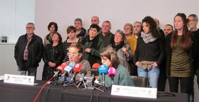 Familiares de los jóvenes de Altsasu en una rueda de prensa.- EUROPA PRESS