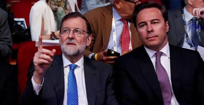 Rajoy, junto al presidente de El Corte Inglés, Dimas Gimeno, este martes. EFE/Chema Moya