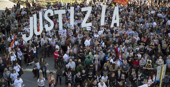 Miles de personas se han manifestado en Pamplona pidiendo 'justicia' para los ocho jóvenes de Alsasua. EFE