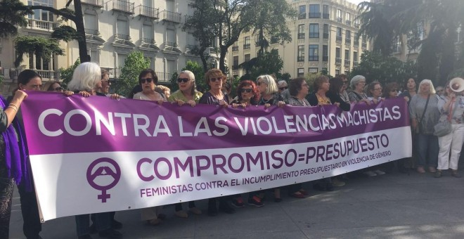 Concentración feminista ante el Congreso. EUROPA PRESS