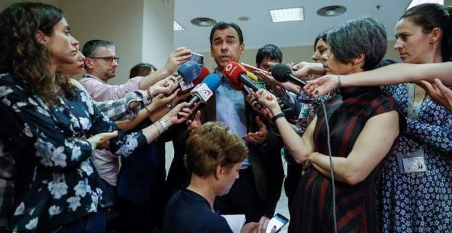 Fernando Martínez-Maillo atiende a los medios en el Congreso. | EFE