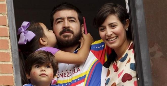 Esposa de Ceballos agradece en PE la presión internacional para su liberación