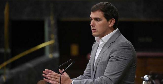 El presidente de Ciudadanos, Albert Rivera, durante su intervención en la sesión del pleno del Congreso celebrada hoy en Madrid. (FERNANDO VILLAR | EFE)