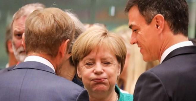 Angela Merkel, junto a Pedro Sánchez y Donald Tusk. - AFP
