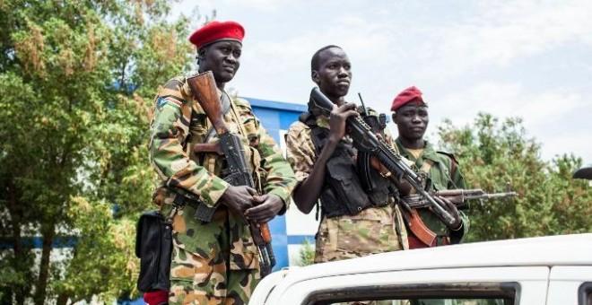Soldados de Sudán del Sur en la localidad de Paloch, en una imagen de archivo. / AFP - ANDREI PUNGOVSCHI