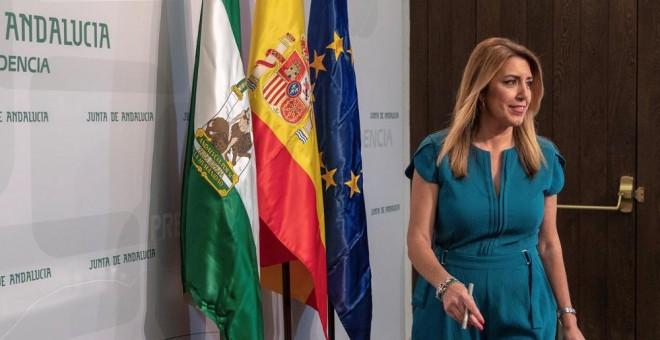 La presidenta de la Junta de Andalucía, Susana Díaz, llega a su comparecencia en el Palacio de San Telmo en Sevilla, tras firmar el decreto de disolución del Parlamento autonómico y de la convocatoria de elecciones andaluzas anticipadas para el próximo 2