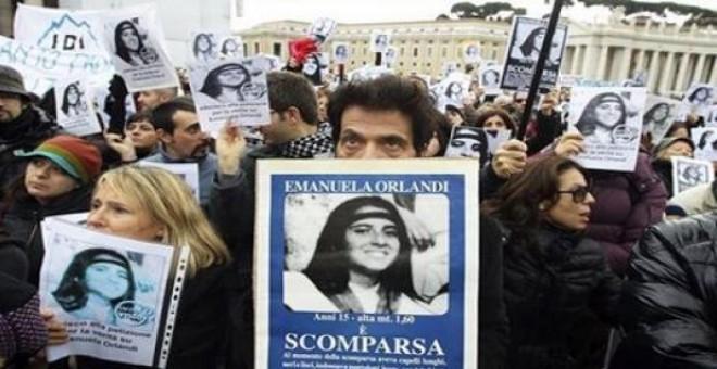 Un grupo de ciudadanos manifestandose en 2013 para que el Vaticano retomase la búsqueda de Emanuela Orlandi. REUTERS