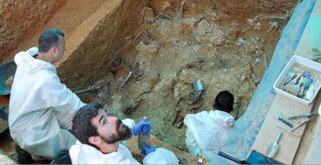 Fosa 112 con restos humanos. Foto Diputació Valencia