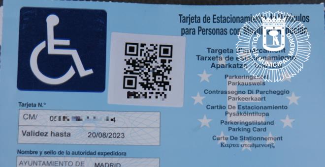 Tarjeta para los conductores con movilidad reducida emitida por el Ayuntamiento de Madrid. Foto Policía Municipal