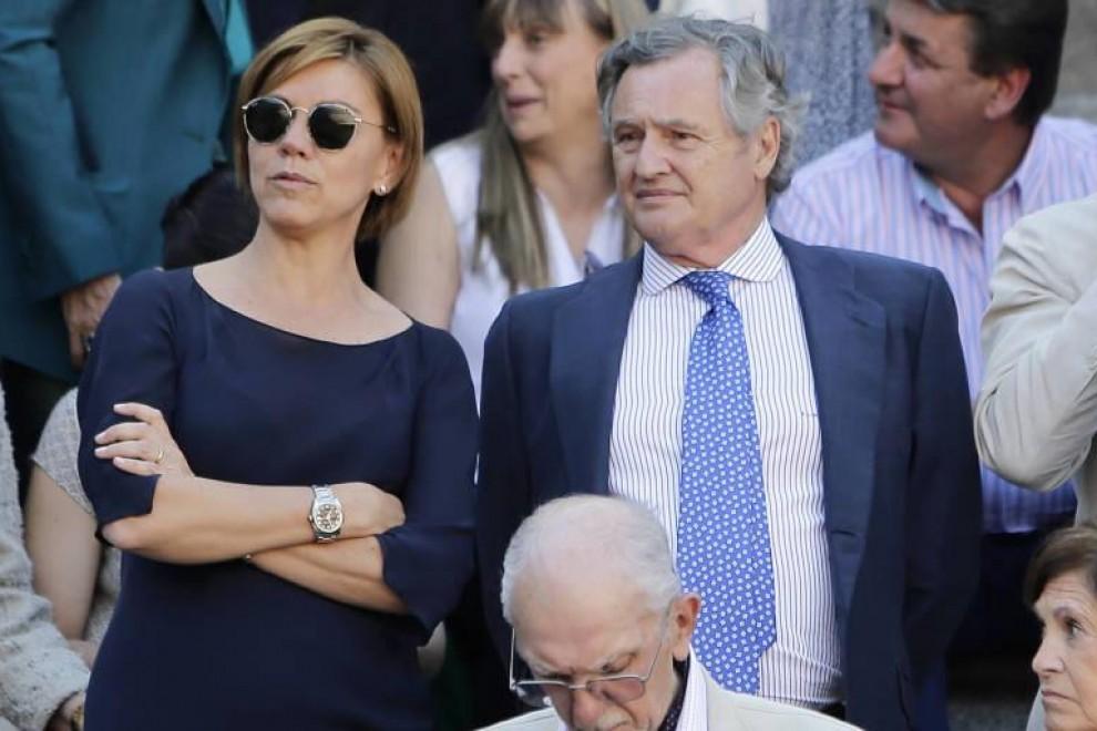 María Dolores de Cospedal y su marido, Ignacio López del Hierro. EFE