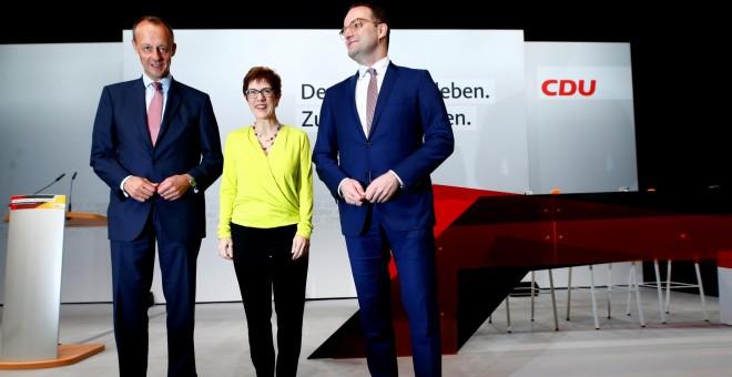 Los candidatos a suceder a Angela Merdel en el liderazgo del CDU: Friedrich Merz, Annegret Kramp-Karrenbauer (AKK) y Jens Spahn.-  REUTERS/Thilo Schmuelgen