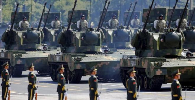 Soldados del ejército chino durante un desfile en una imagen de archivo. / REUTERS - DAMIR SAGOLJ