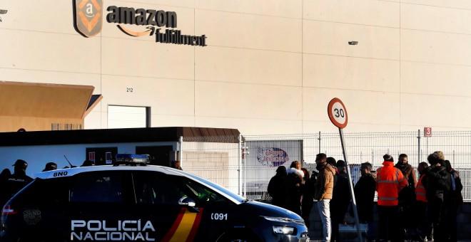 Huelga de trabajadores de Amazon en el centro logístico de San Fernando de Henares (Madrid). / EFE - CHEMA MOYA