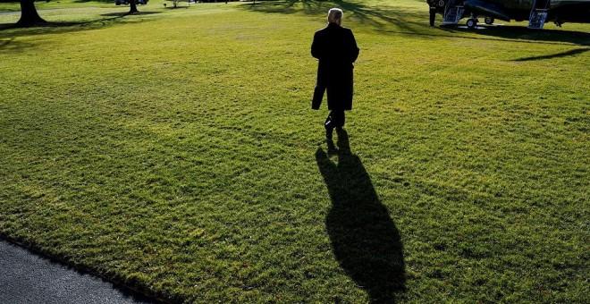 El presidente de EEUU camina en losjardines de la Casa Blanca.REUTERS/Joshua Roberts