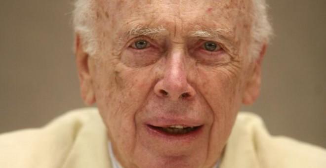 El co-descubridor de la doble hélice de ADN ha perdido los títulos honoríficos que le otorgaron desde el laboratorio en el que trabajaba por sus declaraciones racistas | Reuters
