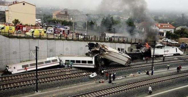 Momento del accidente del tren del Alvia en julio de 2013 - EFE