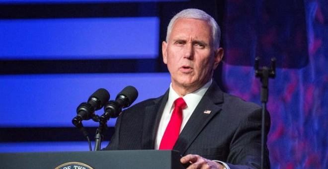 El vicepresidente de Estados Unidos, Mike Pence, ofrece un discurso en el que apoya al líder de la oposición venezolana, Juan Guaidó, tras una mesa redonda en la que han participado exiliados y líderes comunitarios venezolanos, este viernes en la ciudad f