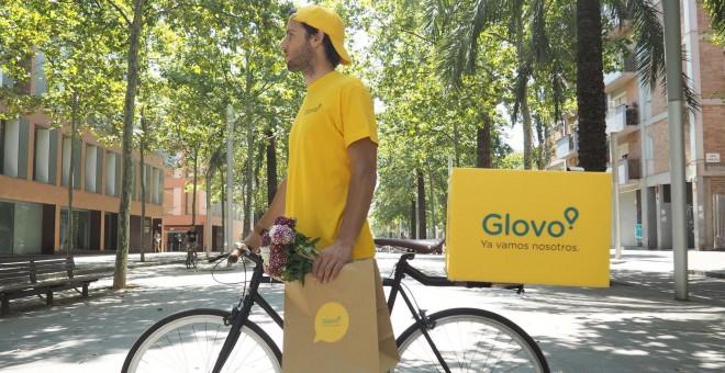 Imagen promocional de un trabajador de la empresa de reparto. GLOVO/Archivo