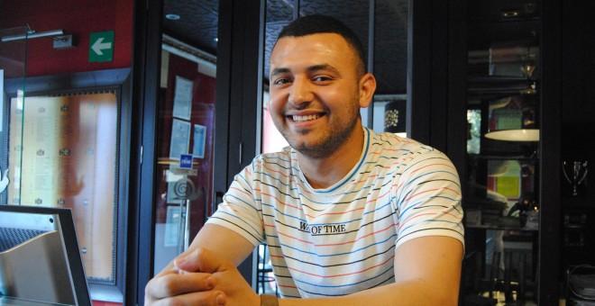 Tras pasar por el centro de menores La Purísima, Bilal trabaja como segundo encargado de un restaurante de Melilla.- IRENE QUIRANTE