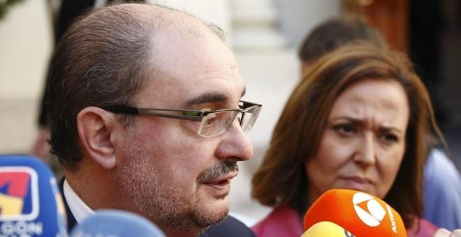 El presidente del Gobierno de Aragón, Javier Lambán, y la consejera de Educación, Mayte Pérez. / Aragonhoy.net