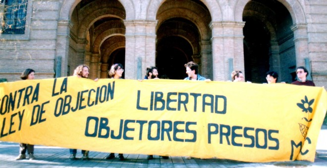 Manifestación de objetores de conciencia frente a la Capitanía General de Sevilla.
