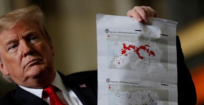 Donald Trump muestra en un mapa la zona de influencia del ISIS. REUTERS/Carlos Barria