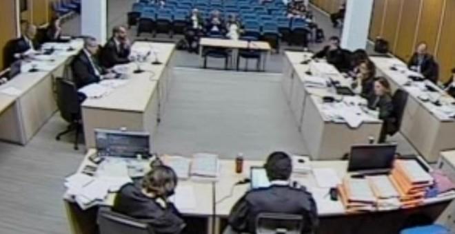 Captura de las cámaras del juzgado durante el turno de exposición de conclusiones de la Fiscalía, el 28 de junio, en el juicio contra el PP por la destrucción de los discos duros de Luis Bárcenas.