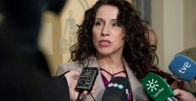 Rocío Ruiz atendiendo a los medios de comunicación. EFE/Archivo.