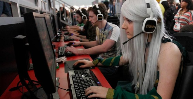 Videojugadores juegan 'League of Legends' en Boston, en 2012. Foto:Jessica Rinaldi (Reuters)