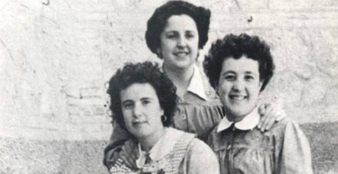 Esperanza Martínez, Remedios Montero y Amada Martínez, en la cárcel de Valencia, en 1956. / AGE