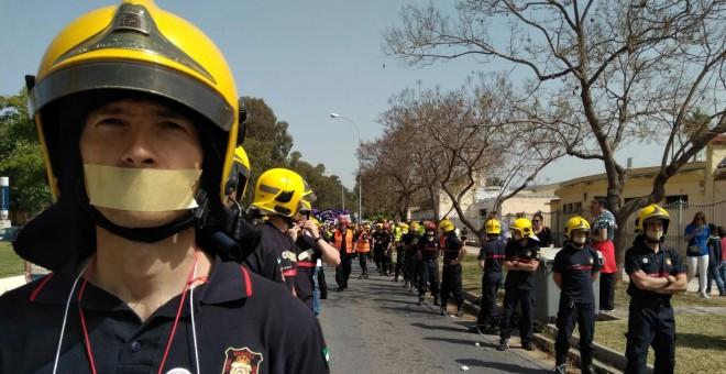 Manifestación de los bomberos. – SAB.