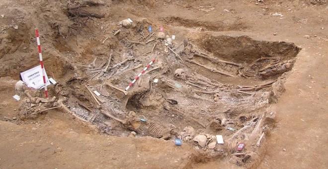 Una de las fosas que exhumó la ARMH de Valladolid entre 2016 y 2017.- ARMH VALLADOLID
